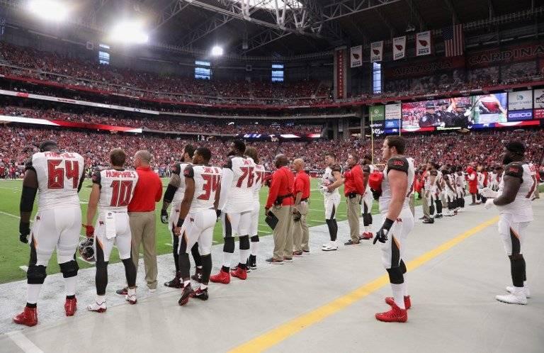 Jugadores de la NFL protestan contra el Himno Nacional