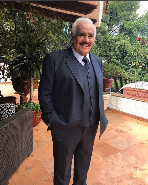 Vicente Fernández vuelve a desmentir su muerte