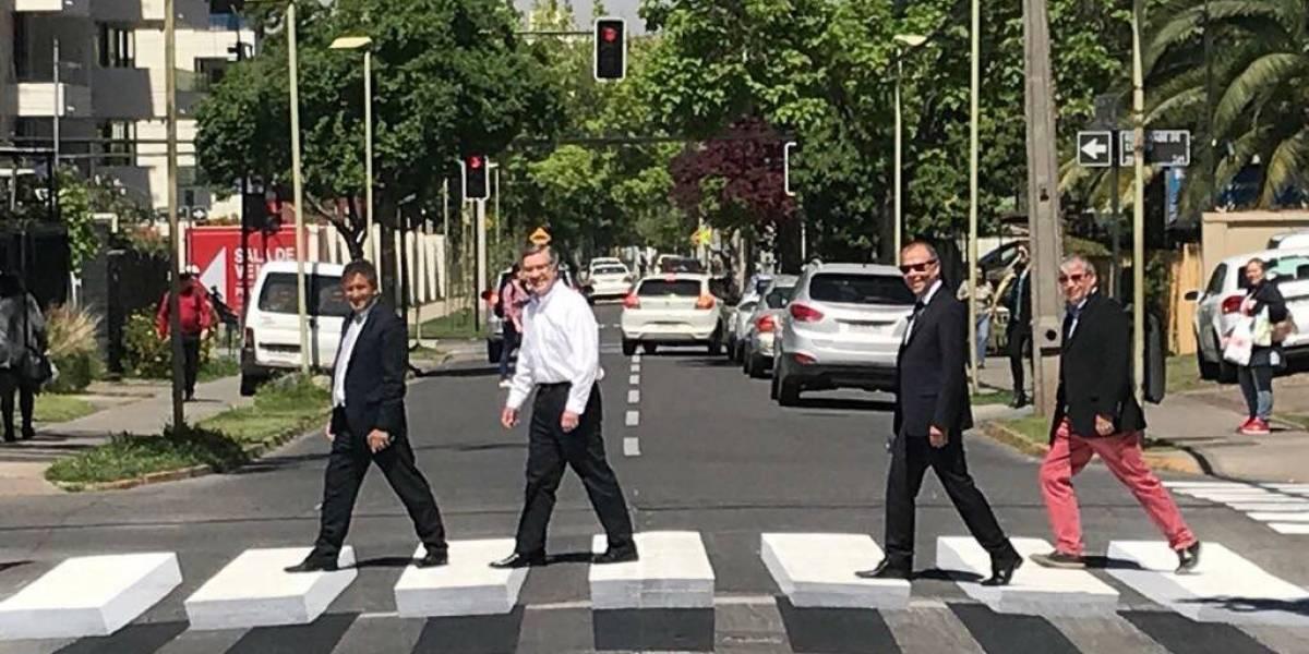 Joaquín Lavín inauguró al estilo The Beatles cruce 3D en Las Condes
