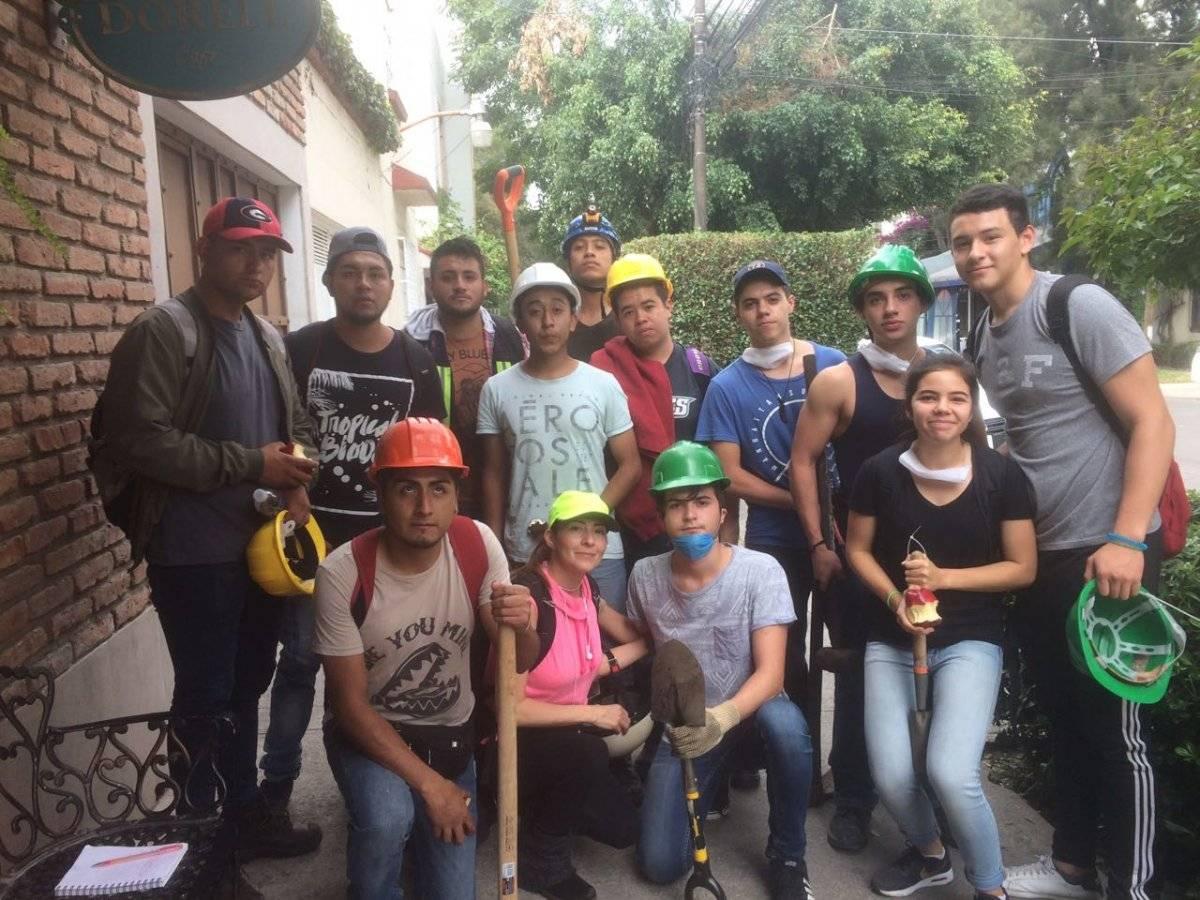 Rescatistas en la Colonia Del Valle Foto: Publimetro