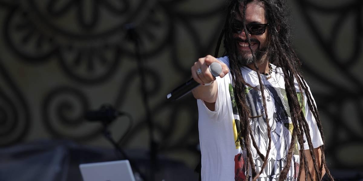Quique Neira presenta disco que revisa sus 15 años de carrera musical