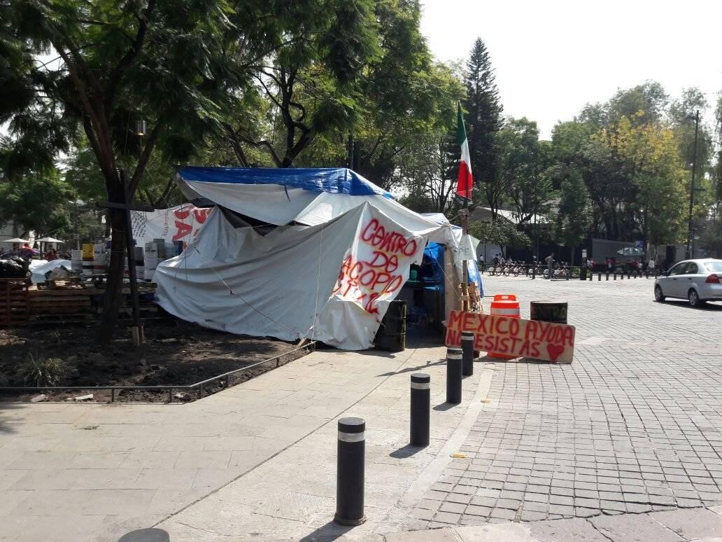 Centro de Acopio improvisado en las calles de la CDMX Foto: Daniel Flores