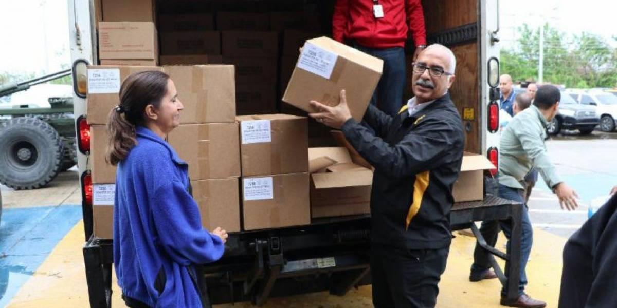Secretario de Hacienda entrega suministros en Ponce