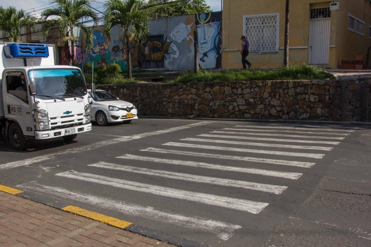 En la Carrera 4, plena entrada al tradicional barrio San Antonio, una cebra que conduce a un muro sorprende a los peatones que desean cruzar la calle. Foto: Hroy Chávez