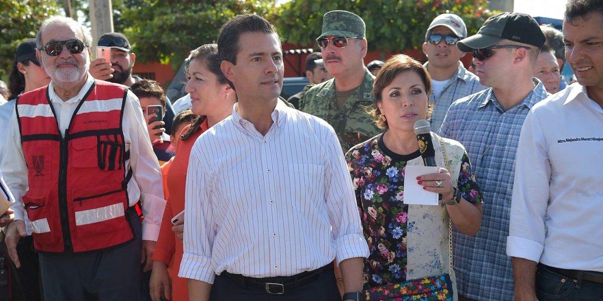 Peña Nieto y Carlos Slim verifican reconstrucción de viviendas en Oaxaca