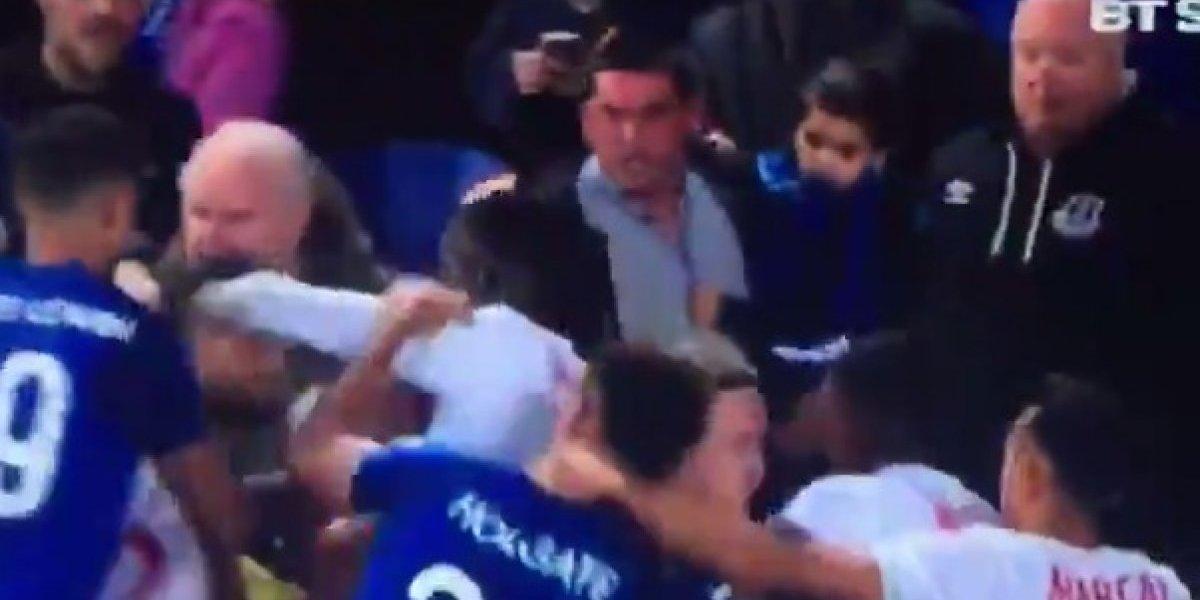 Aficionado agrede a jugadores del Lyon con bebé en brazos