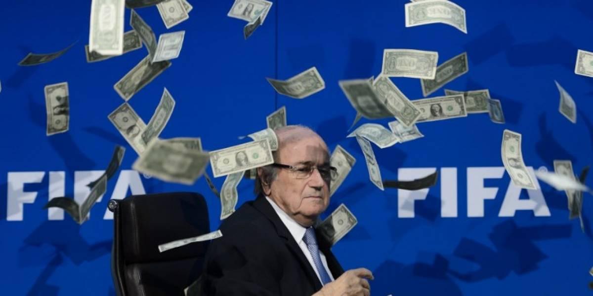 Blatter irá al Mundial y avisó que prepara un libro