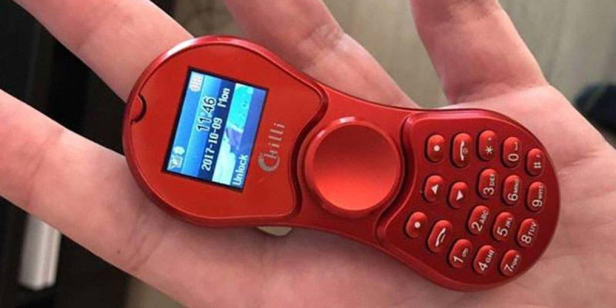 Un fidget spinner y un celular juntos en un solo aparato