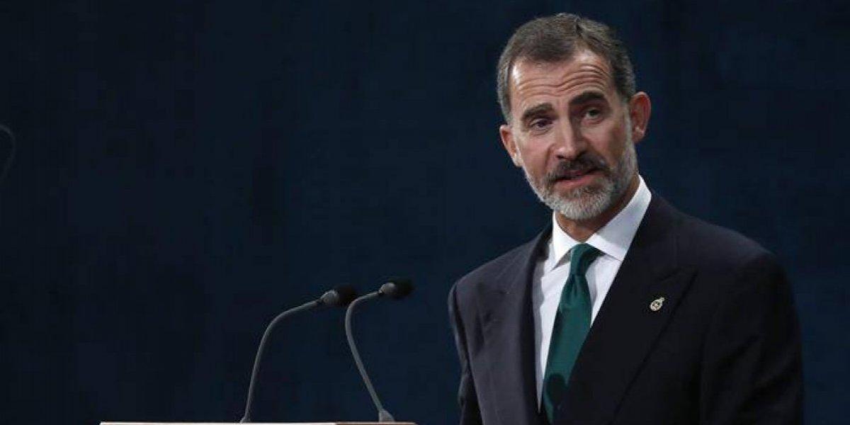 """Rey de España asegura que la democracia resolverá el """"inaceptable"""" intento de secesión"""