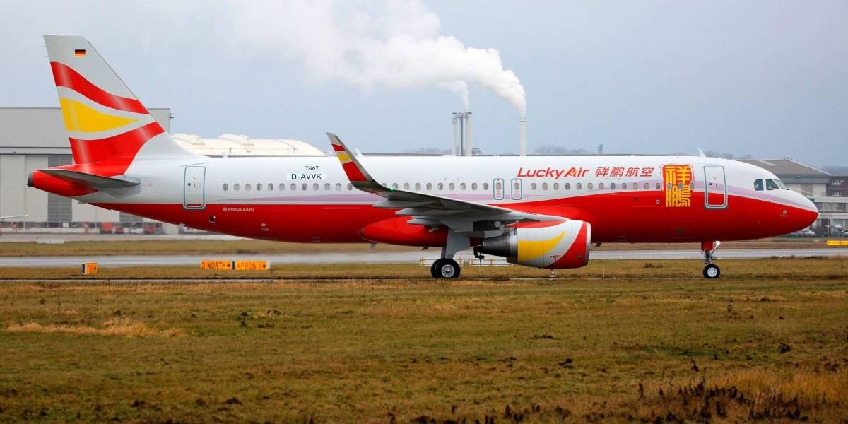 """La insólita razón por la que cancelaron un vuelo: abuelita lanzó moneda al motor del avión para """"tener un buen viaje"""""""