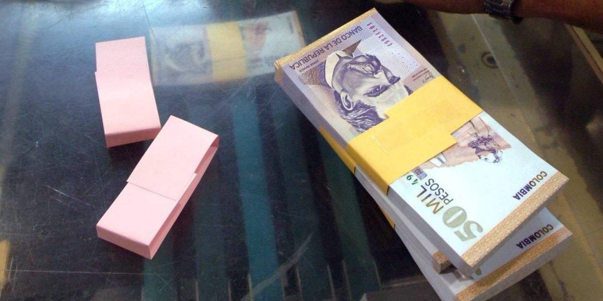 Hombre vestido de militar ingresó a un banco y ejecutó millonario robo