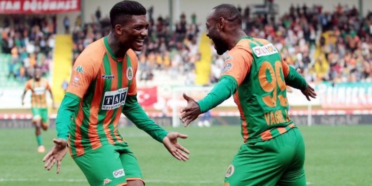 Junior Fernandes se transformó en sultán del fútbol al salvar a su equipo en Turquía