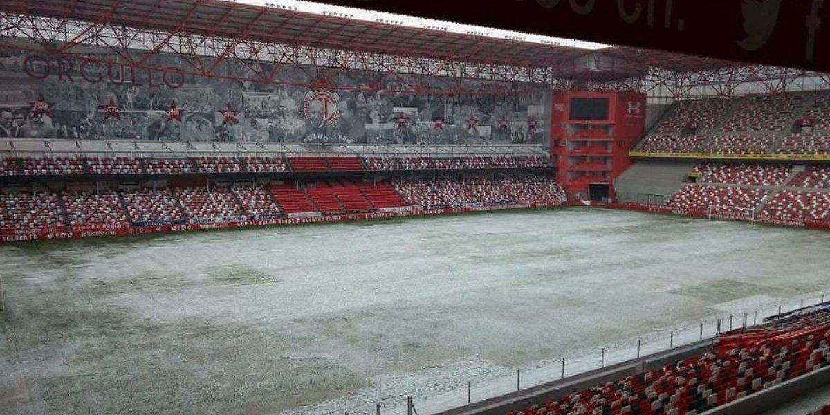 FOTO: Estadio de Toluca se congela tras fuerte granizada