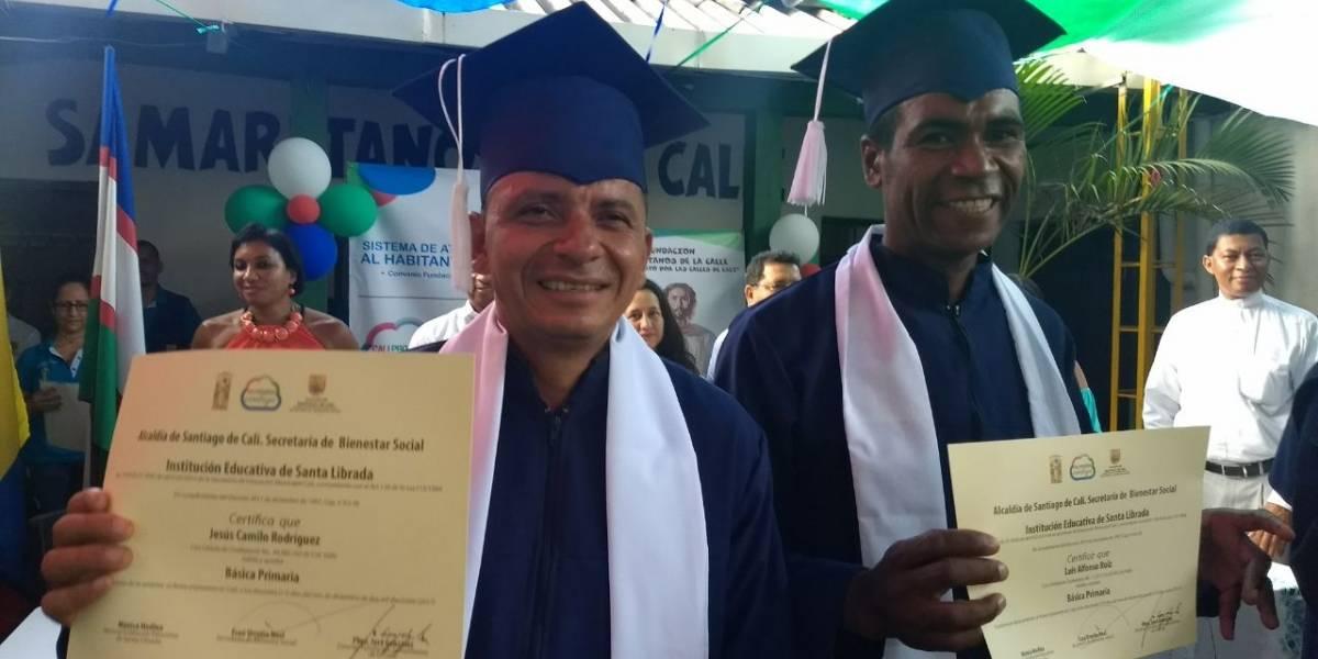 Habitantes de la calle se graduaron de primaria