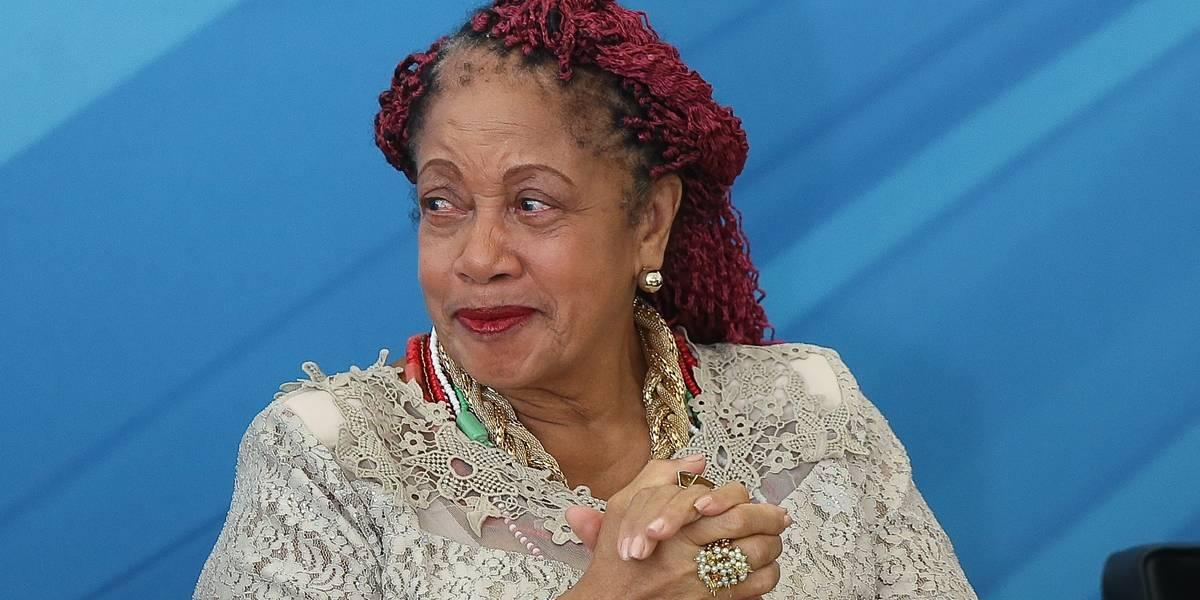 Após polêmica, ministra devolve verba extra de viagens e tem investigação arquivada