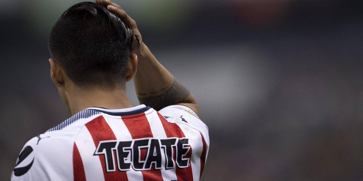 FIFA 18 sorprende a Alan Pulido al regalarle un gran kit