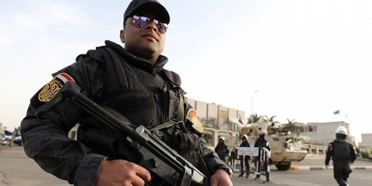 Mueren 54 policías al efectuar redada a grupo extremista en Egipto