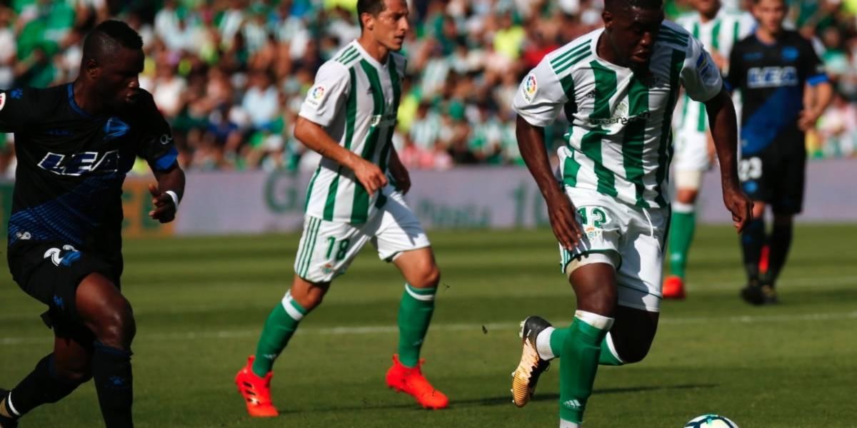 Andrés Guardado y el Betis ganan sin problemas al Alavés