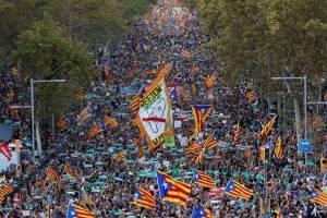 https://www.metrojornal.com.br/mundo/2017/10/21/milhares-de-pessoas-tomam-ruas-de-barcelona-contra-intervencao-da-espanha.html