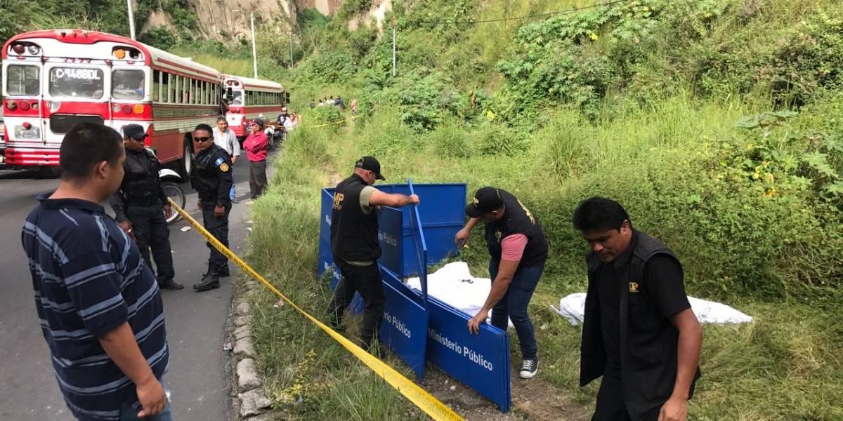 Asesinan a dos mujeres a un costado de un puente en Mixco