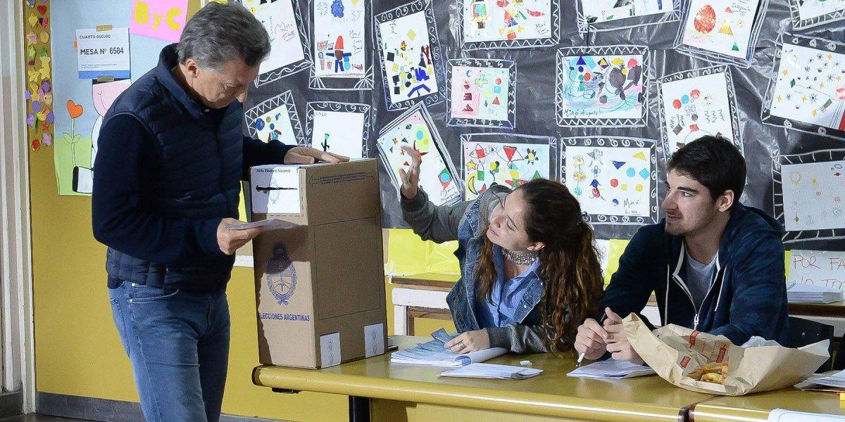 Argentinos votan en masa en legislativas con favoritismo para fuerzas de Macri