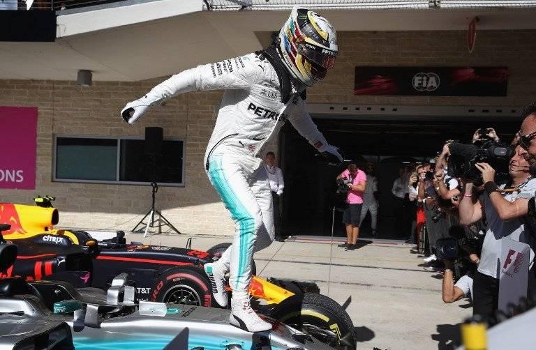 Lewis Hamilton no se cansa de celebrar / imagen: AFP