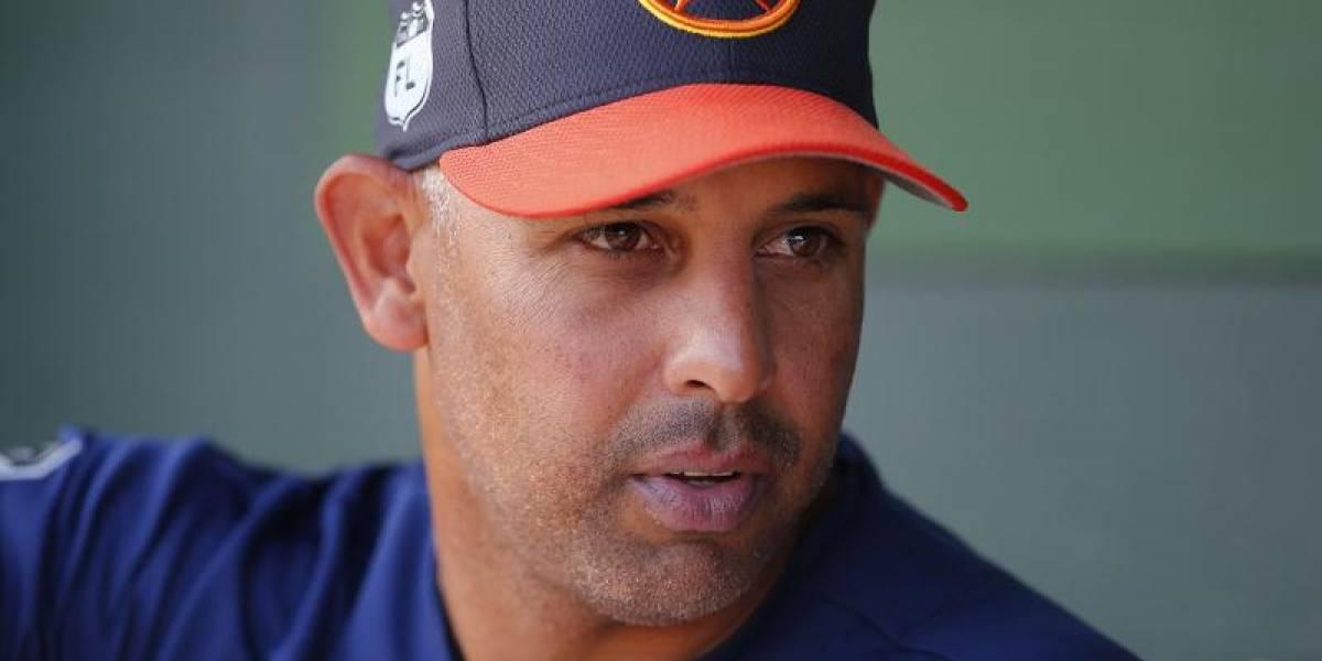 Boston contrata a Alex Cora como nuevo dirigente
