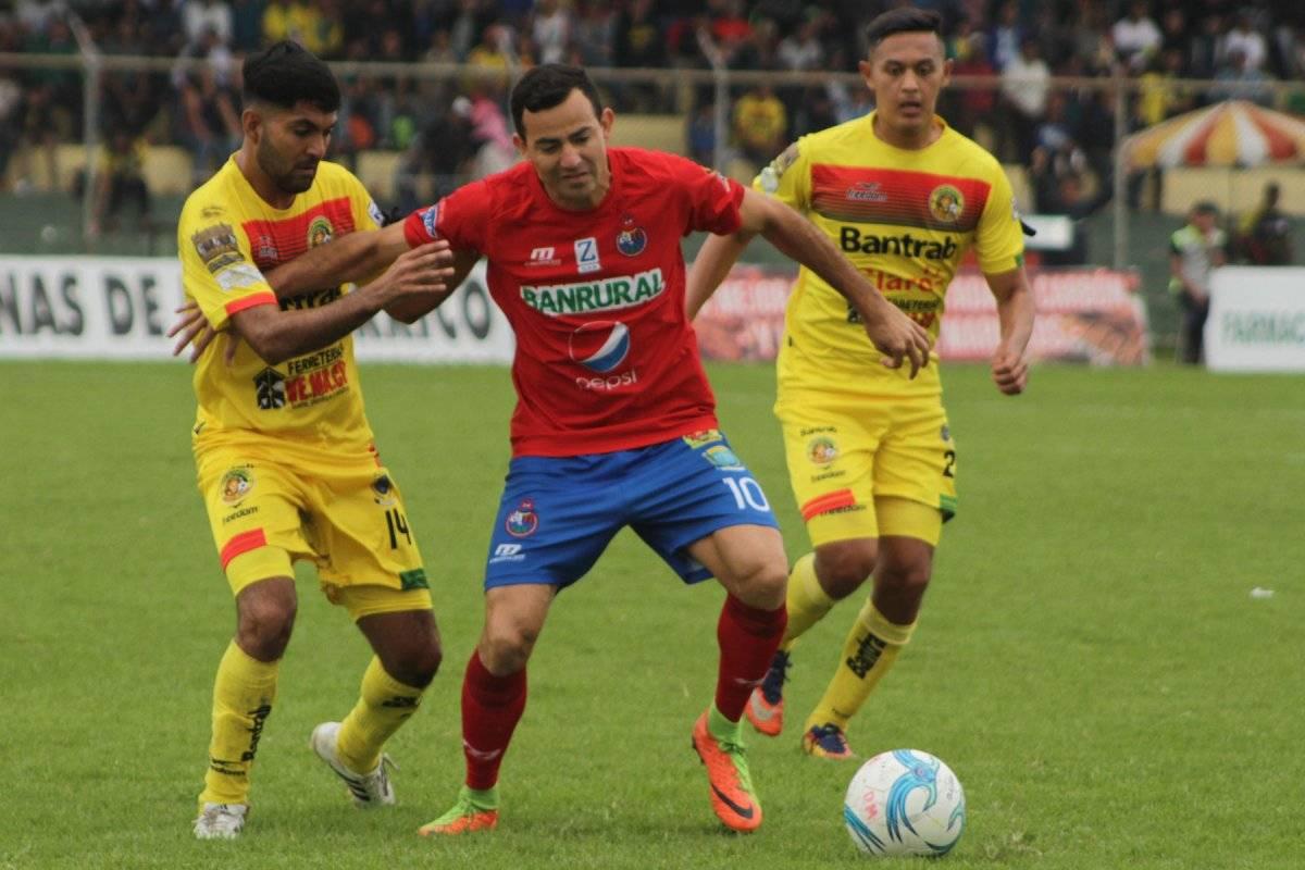 Marco Pappa en el partido contra Marquense