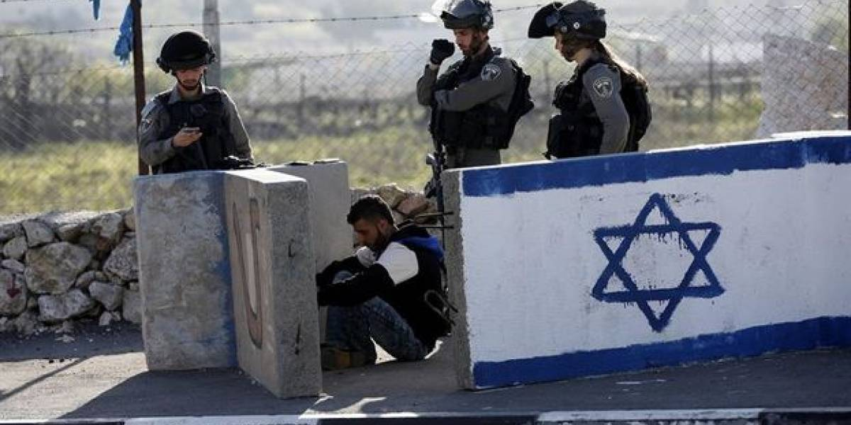 """El grosero error de la policía israelí que terminó con un palestino detenido por escribir """"buenos días"""" en Facebook"""