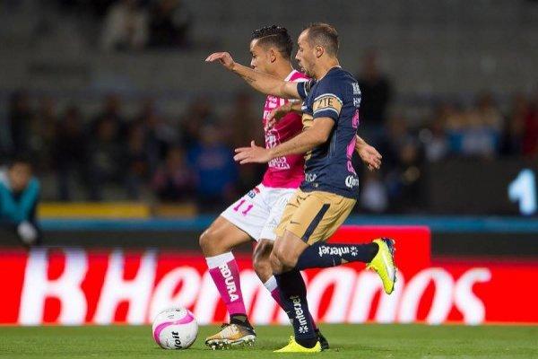Marcelo Díaz poco pudo hacer para ayudar a su equipo / imagen: Photosport