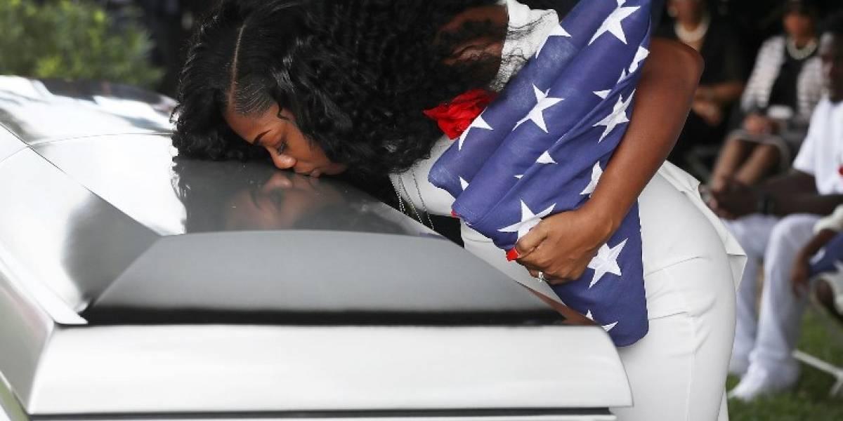 """Trump """"me hizo llorar"""": la fría llamada del presidente a una viuda de soldado estadounidense muerto en Níger"""