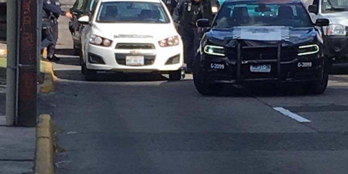 Robo de celular desata persecución en Avenida México
