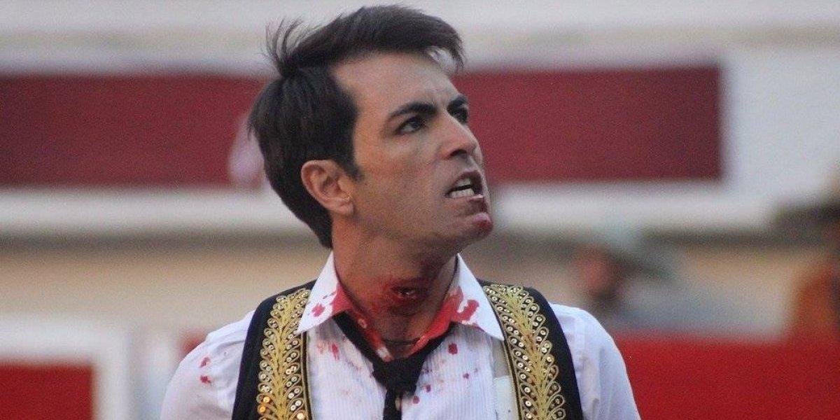 Torero mexicano recibe cornada en el cuello pero regresa para concluir su faena