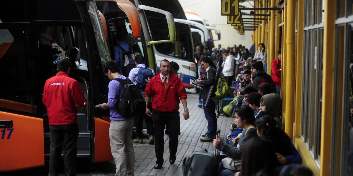 Este fin de semana largo los precios de pasajes de bus subirán más de 90%