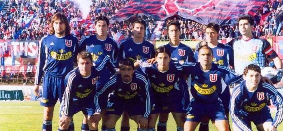 2004: la última camiseta con azul oscuro que conquistó un título
