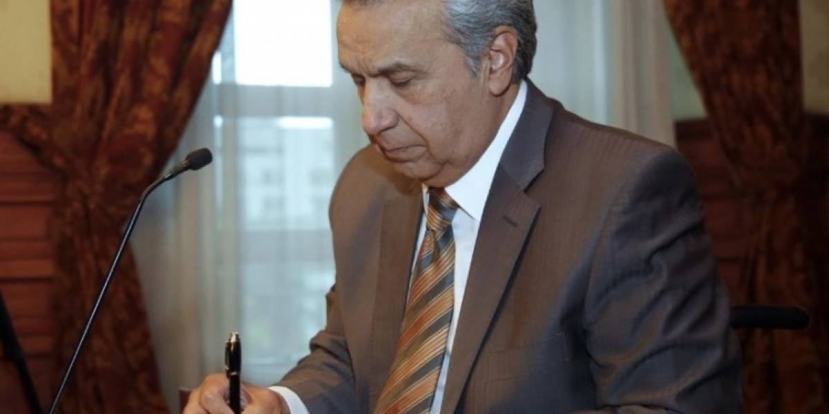 Lenín Moreno deroga decretos que limitaban a organizaciones sociales