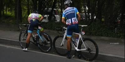 La necesidad hizo que algunos pedalistas pararan en su recorrido