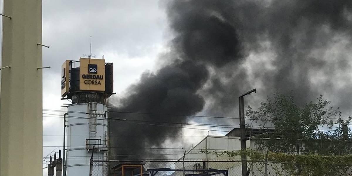 Reportan incendio en fábrica de alcohol en Tultitlán