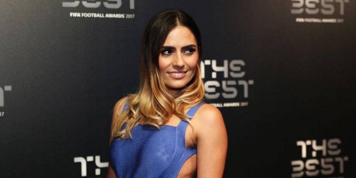 """El tremendo escote de Layla Anna en la gala """"The Best"""" casi muestra todo"""