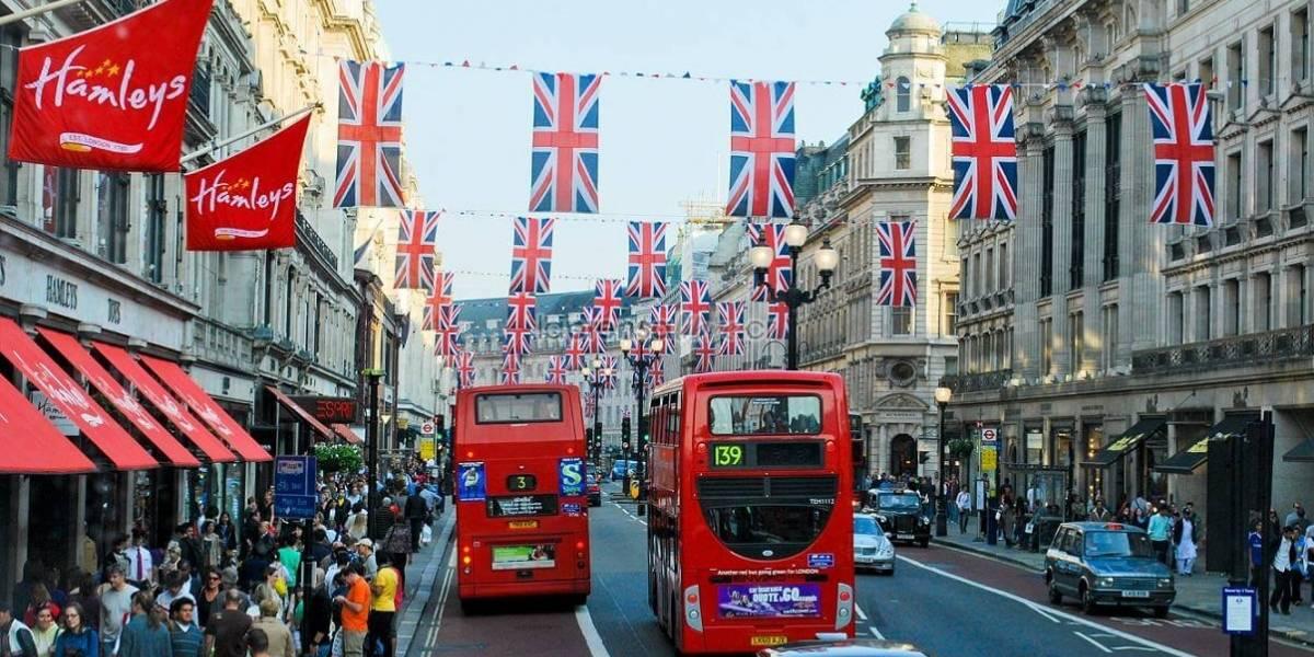 """Londres ataca a los vehículos más contaminantes: cobrará peaje de """"toxicidad"""""""