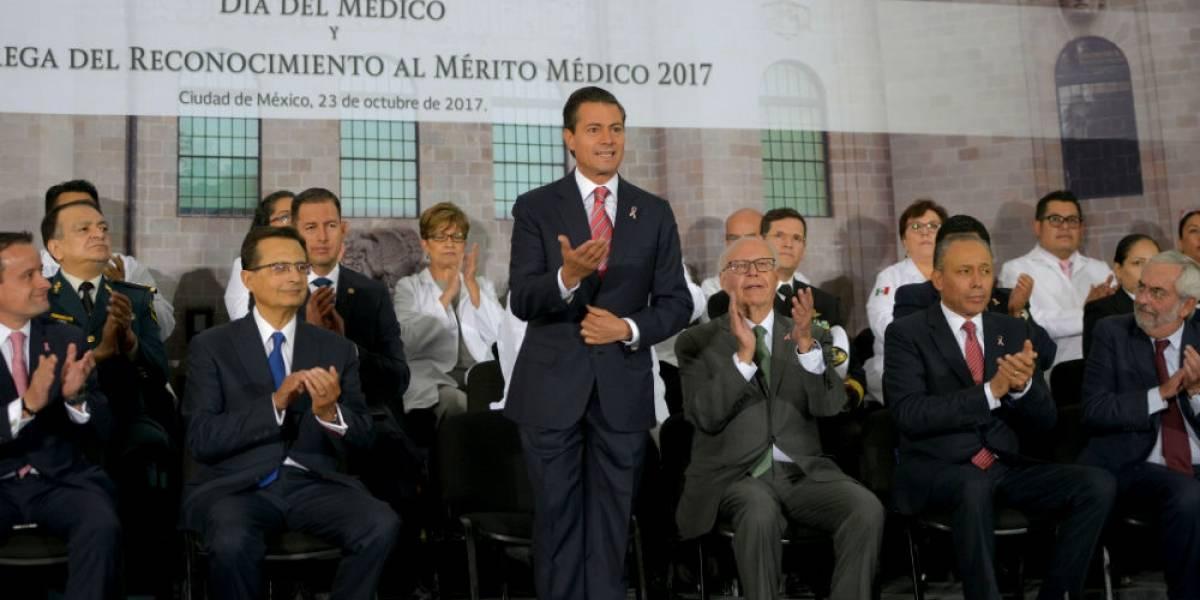Peña Nieto reconoce a médicos por su labor ante sismos de septiembre