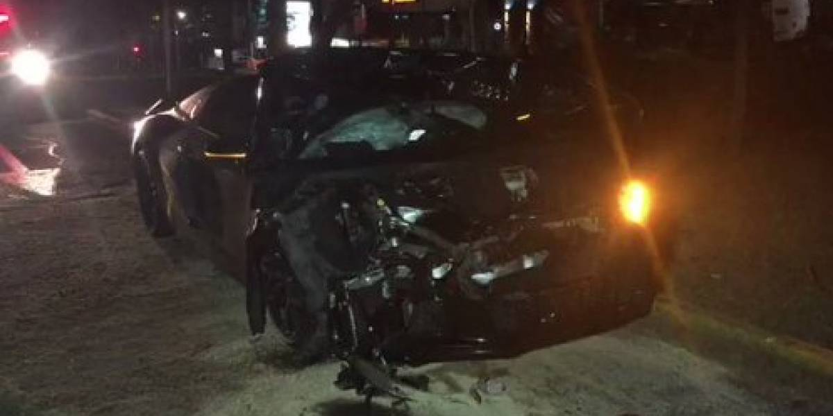Alan Pulido sufrió aparatoso percance vial en auto de lujo