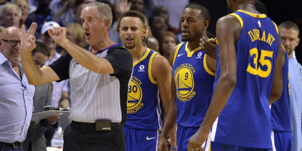 NBA impone multa a Stephen Curry por lanzar protector bucal a árbitro