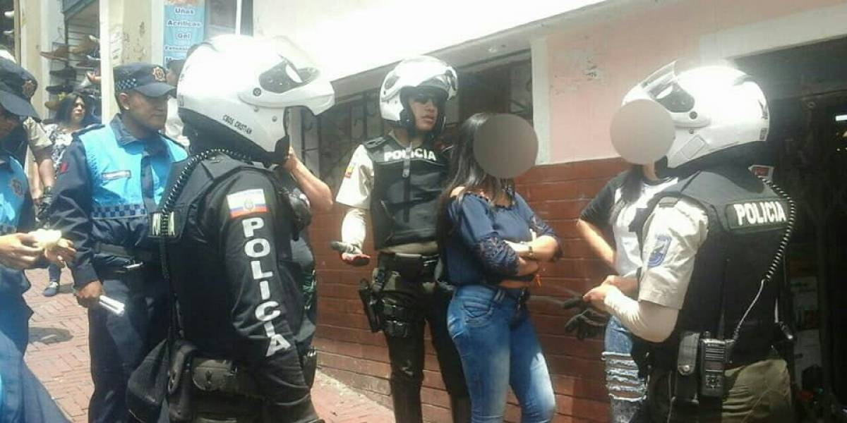 Detienen a dos mujeres por intento de robo en Quito