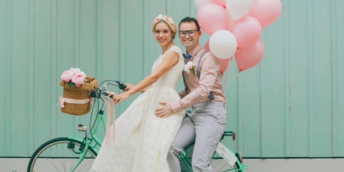 Parejas que gastan poco en su boda son más felices