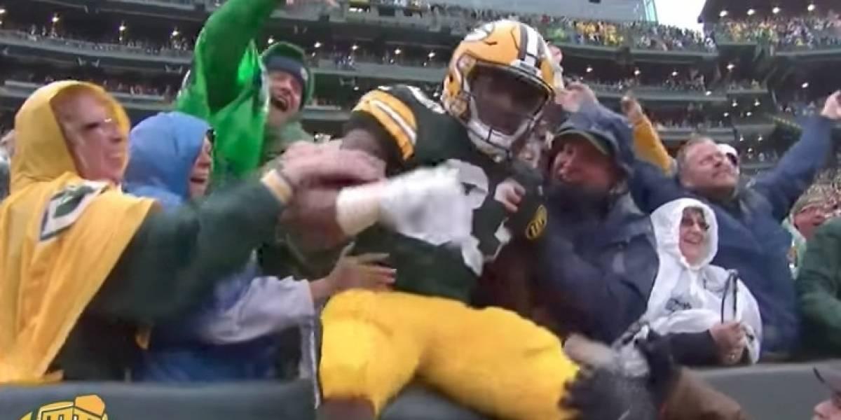 VIDEO: Señora se 'vio muy lista' y estuvo cerca de tocar genitales de jugador de NFL