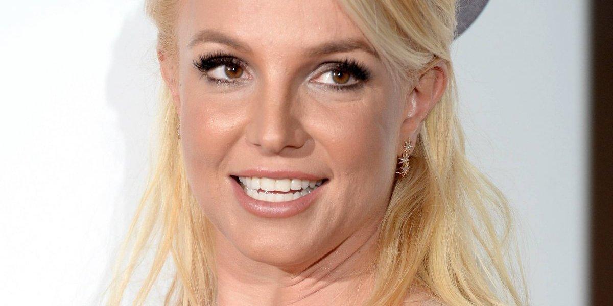 Britney Spears enloquece a fans al vestirse de sexy colegiala