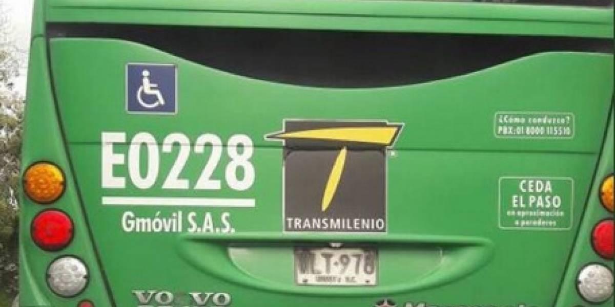Conductor de alimentador de TransMilenio habría atropellado a perrito y luego se fugó
