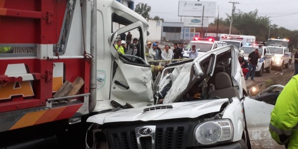 3 fallecidos y 4 heridos tras accidente de tránsito en la vía Girón-Pasaje