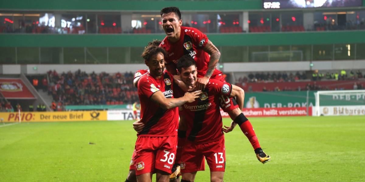 Aránguiz selló con un perfecto tiro libre la clasificación del Leverkusen en la Copa Alemania